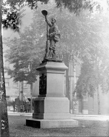 Boer War statue Topley Studio LAC PA-008912